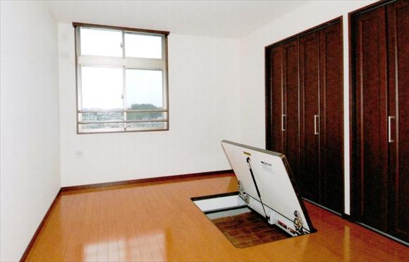 住戸洋室(ルネス工法による大容量床下収納)